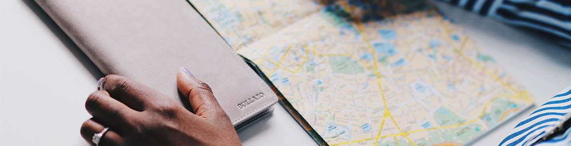 BULLAZO-Reiseorganizer-Grau-Weltreise-Reise-Geschenk-Frauen
