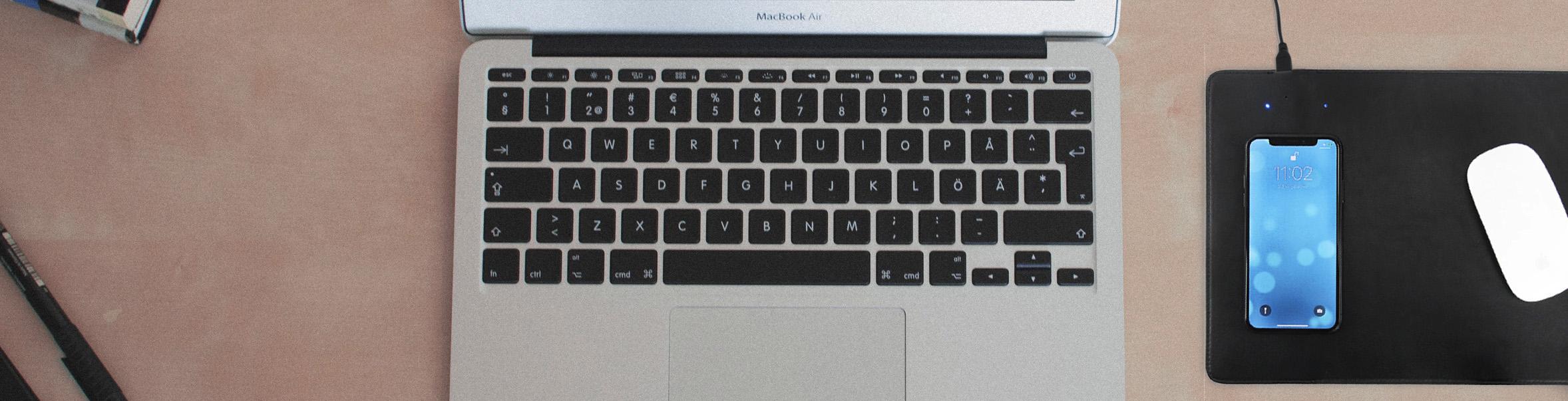 Ein ordentlicher Workspace mit praktischem QI Mousepad